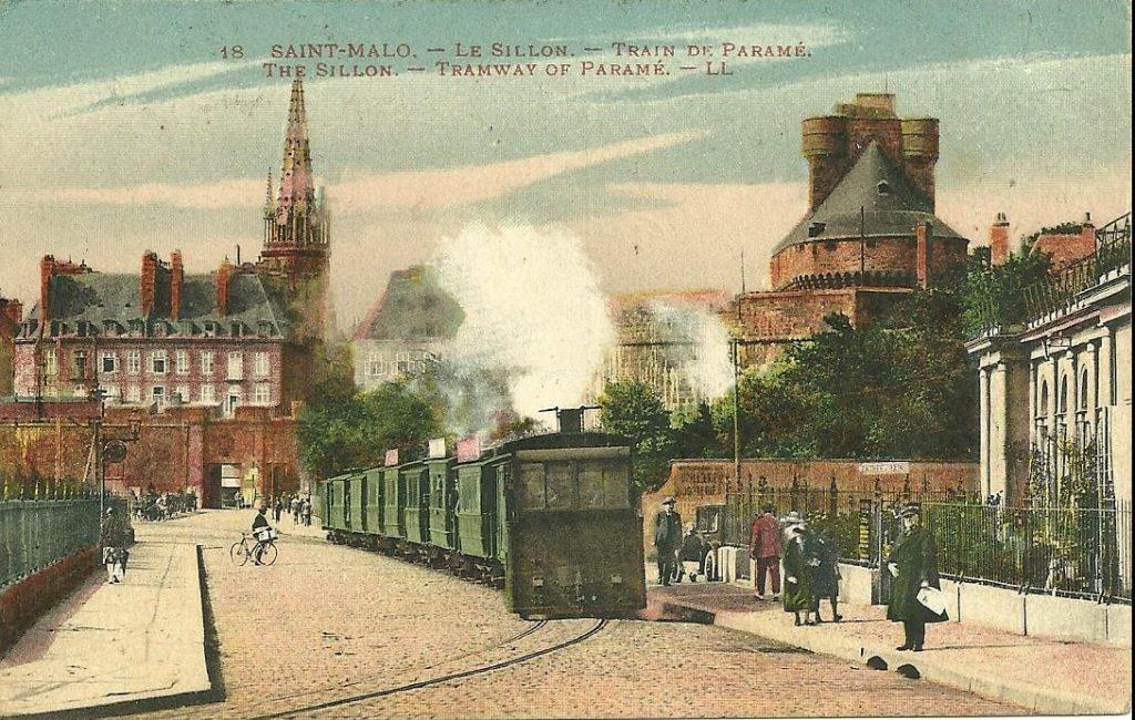 Visiter Saint-Malo Vieille carte postale de Saint-Malo et le train de Paramé