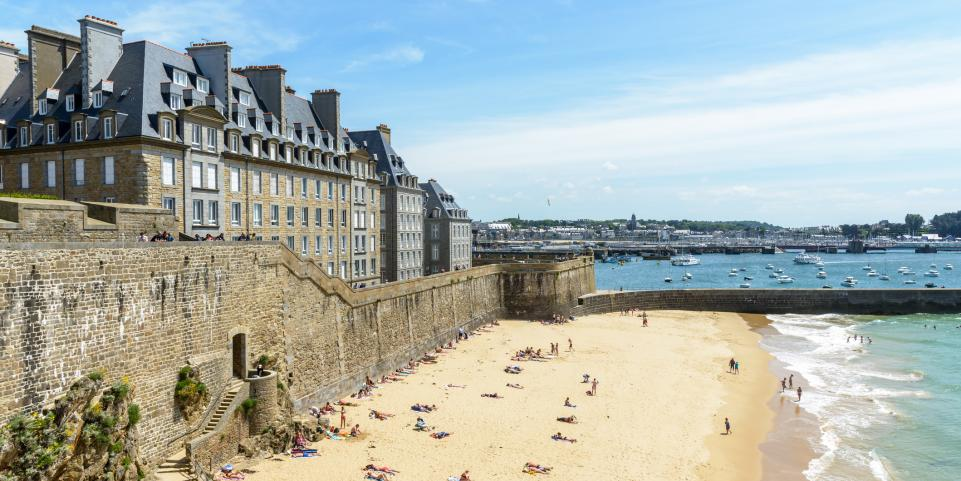 Plage du môle Saint-Malo intra-muros Bretagne