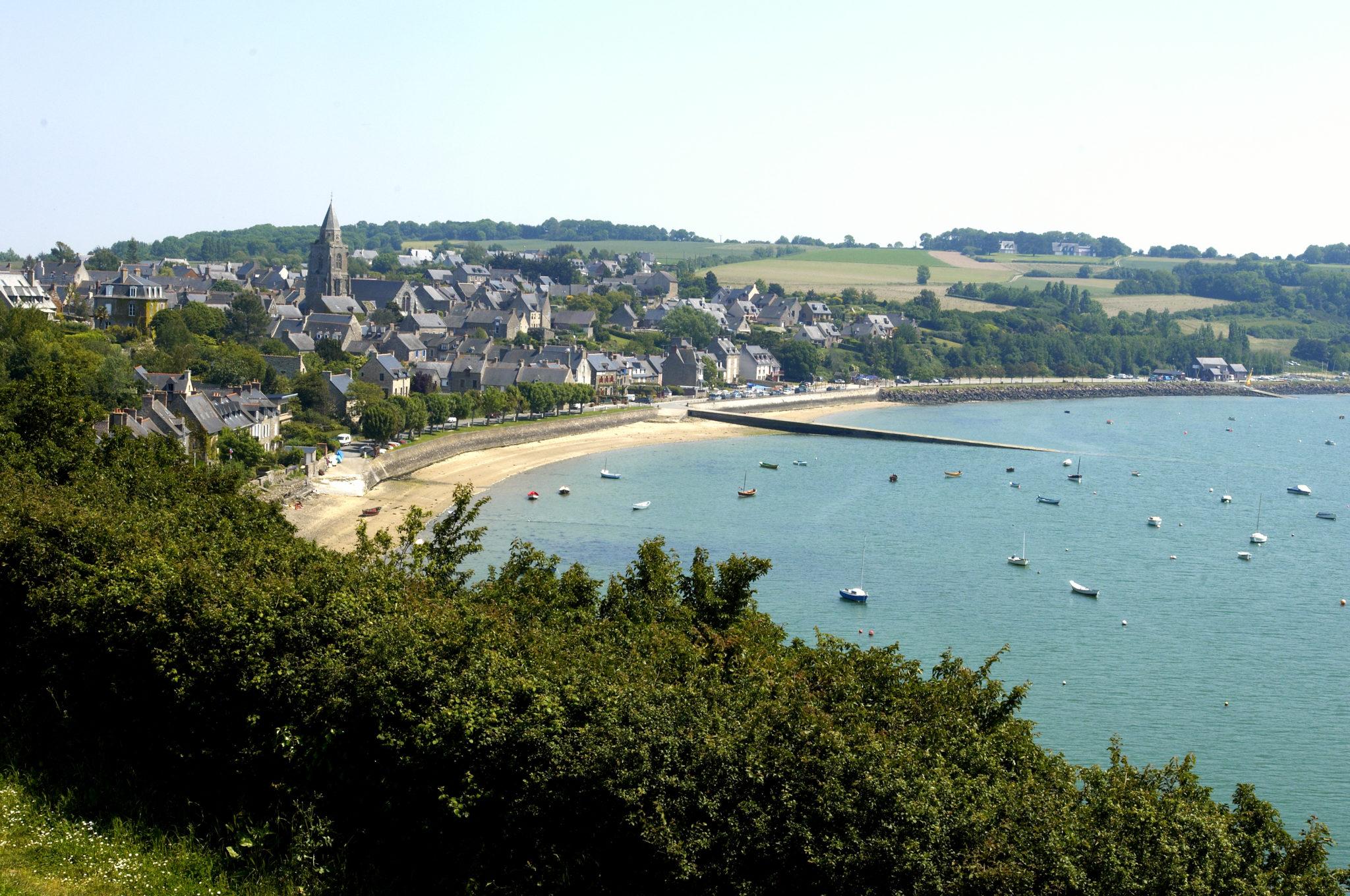 Saint-Suliac élue plus beau village de France. Plus belles villes à visiter en Ille-et-Vilaine Bretagne.