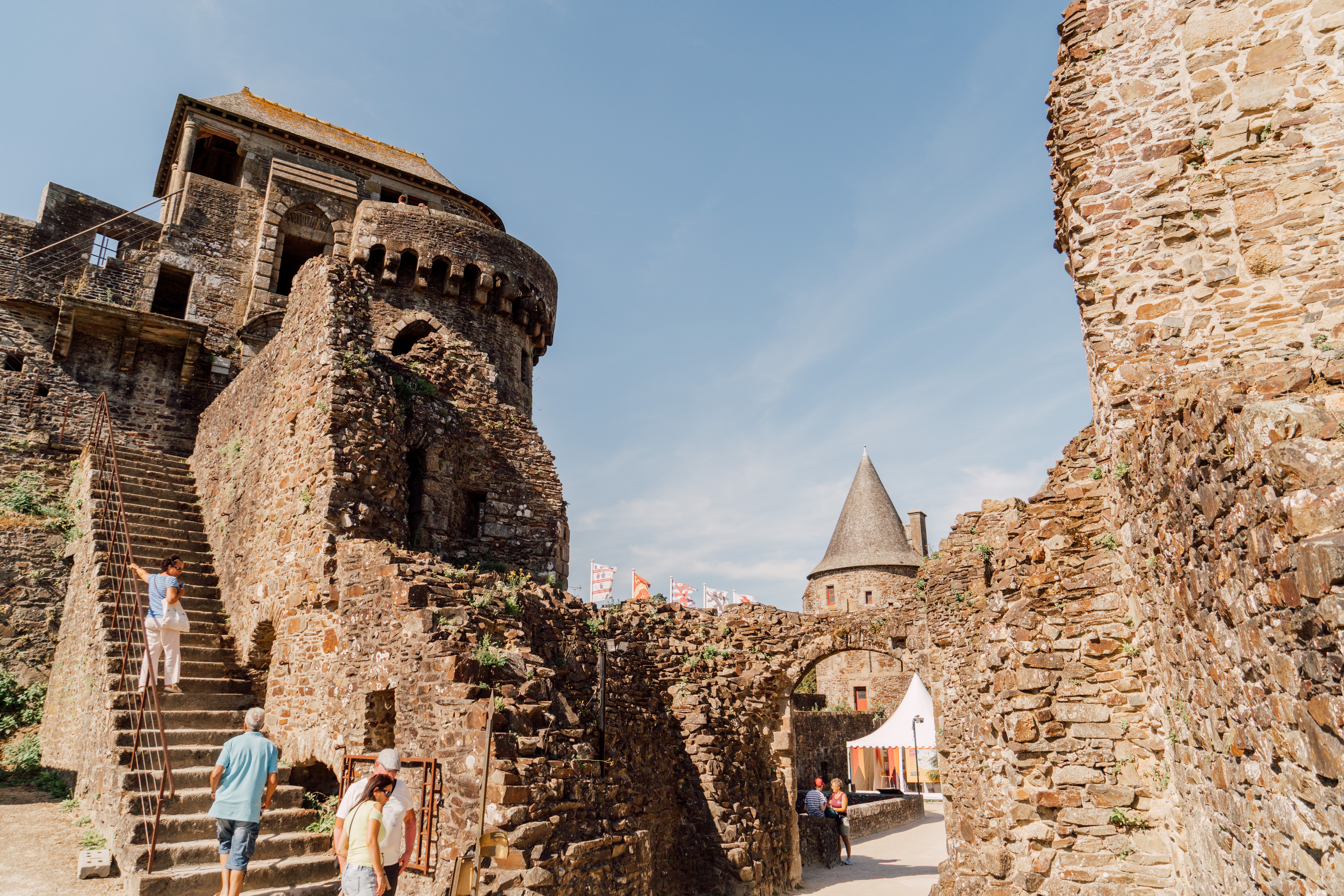 La ville de Fougères et son château Plus belles villes à visiter en Ille-et-Vilaine Bretagne.
